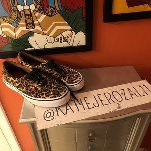 Vans size 8.5 sneakers 🐸*